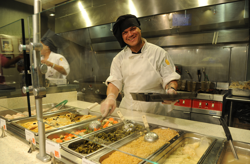 fast food school cafeterias An nyc school union head donald nesbit, who represents school cooks and lunch helpers, says he'd rather eat at a school cafeteria than at a restaurant or fast food joint after inspectors found roaches and mice in some public school cafeterias.